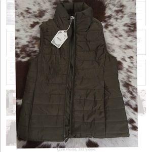 Jackets & Blazers - 🌤OLIVE GREEN ZIP UP VEST NWT SZ SMALL🌤